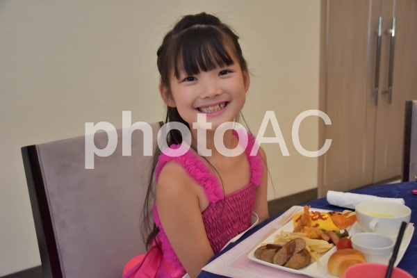 披露宴での子供の写真