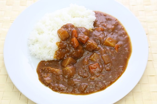 カレー カレーライス ビーフカレー 洋食 ご飯 肉 カレールー 食べ物 野菜 料理 皿 人参 玉葱 プレート じゃが芋 ジャガイモ 馬鈴薯 白米 ライス 米 エスニック料理 スパイス 軽食 煮込み 辛い