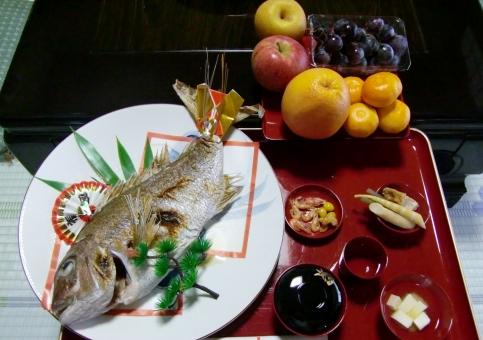 お食い初め 初めて 食事 お膳 乳児 3か月 100日 百日 タイ 鯛 たい 果物 くだもの フルーツ お祝い 行事 祝日 御頭 お頭 赤ちゃん 赤ん坊 伝統 歴史 文化 日本
