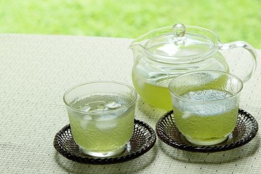 緑茶 茶 お茶 冷茶 冷える 冷やす コールド ドリンク コールドドリンク グラス コップ 急須 ガラス 喉が渇く 潤す 水分補給 夏 夏のイメージ 夏イメージ リラックス 休憩 休息 クール グリーンティー 緑 グリーン さわやか 涼 涼しげ 涼しい 氷 ガラスの器 コピースペース テキストスペース 飲み物 冷たい飲み物 熱中症対策 清涼感 アイス