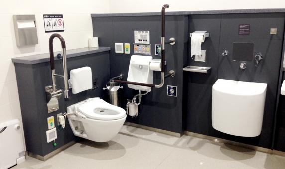日本のトイレ トイレ トイレテクノロジー ハイテクトイレ TOTO 温水便座 空港トイレ 障がい者用トイレ ウォシュレット 暖房便座