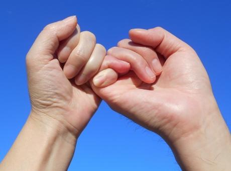 ゆびきり 指切り 指きり 約束 ゆびきりげんまん ゆび切り 指切 指切拳万 やくそく 誓い 恋人 夫婦 友達 親友 心中立て 将来 pinkyswear 小指 手 青空 未来 針千本 嘘 愛情 希望 誓約 誓い 風習 まじない 男女