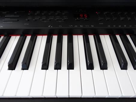 鍵盤 クラビノーバ ヤマハ ピアノ 黒鍵と白鍵 黒と白 音楽 楽器 演奏 趣味 カルチャー 練習 習い事 レッスン ピアノ教室 ミュージック お稽古 弾く