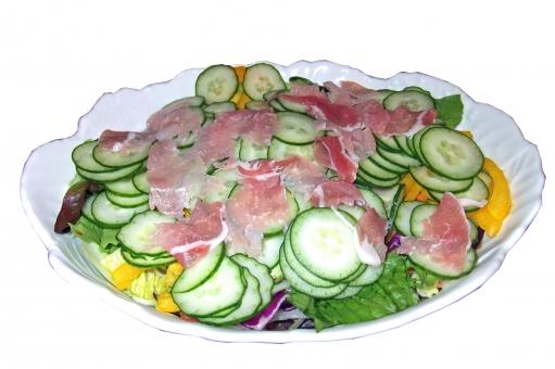 生ハムサラダ サラダ 野菜 ベジタブル salad ハム 生ハム きゅうり キュウリ 皿 食器 食 食事 食卓 食べ物 食品 食料品 食糧 料理 調理 グルメ 風景 景色 自然 青果 青物 おかず おつまみ 西洋料理 洋食