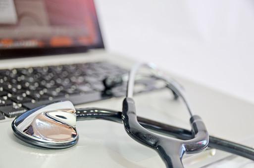 パソコン 情報 ノートパソコン 聴診器 医者 健康 医療 病院 器具 病気 看護師 看護 ナース 看護婦 検査 看護士 ヘルスケア 診察 メディカル 診療 医療従事者 医療イメージ 検診 入院 医療器具 病気 白バック 白背景