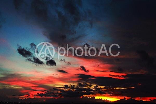 フィリピン上空の彩雲の写真