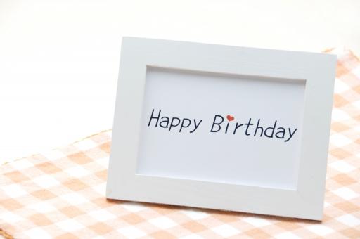 happy birthday 誕生日 バースデイ バースデー お祝い ハッピーバースデー はっぴ^バースデイ フレーム 額 メッセージ 背景 バックグラウンド 壁紙 テクスチャ イベント 白バック 白背景