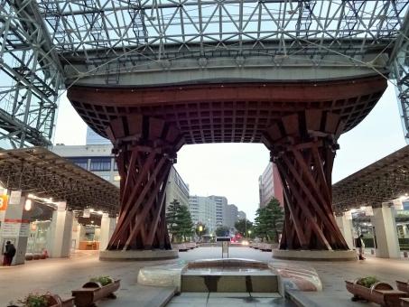 鼓門 つづみ門 北陸 北陸新幹線 金沢 金沢駅 エントランス もてなしドーム 広場 建築物 もてなす おもてなし テクスチャー テクスチャ 背景
