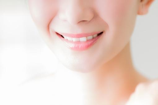歯並びが綺麗な女性の写真