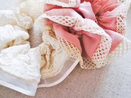 シュシュ 髪飾り ヘアアクセサリー アクセサリー ヘアスタイル 白 ピンク レース 布 くしゅくしゅ かわいい ガーリー ハイキー 小物 雑貨