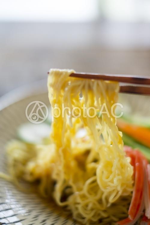 冷やし中華を食べるの写真