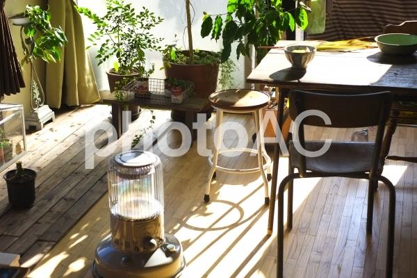 冬の木造の部屋の写真