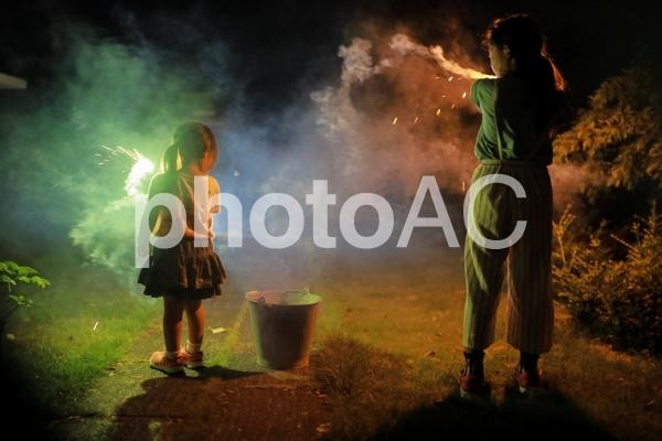 花火をする女の子7の写真