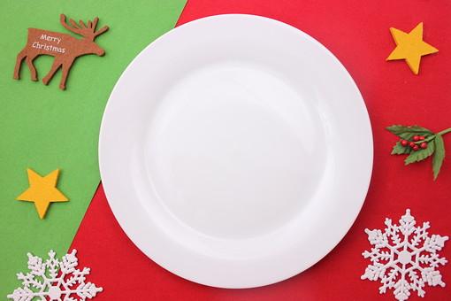クリスマス クリスマスイメージ イベント 行事 オーナメント クリスマスオーナメント 赤 緑 皿 お皿 雪 結晶 氷 白 トナカイ 星 スター フェルト 食器 丸皿 飲食 テーブル 食事 セッティング 空 食卓