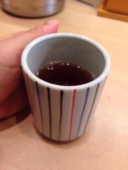 飲み物 湯 食べ物 あつい 煎茶 あったかい 緑茶 指 ほうじ茶 麦茶 コップ 温かい 小物 ぬくい 手 ぬるい 人物 熱い 湯呑み