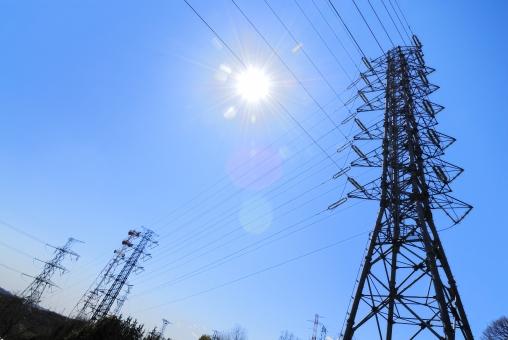 送電線 鉄塔 電気 電力 電力自由化 電線 青空 逆光 環境 エコロジー 自由化 節約 競争 価格 値段 高圧電線 電力網 日本 エネルギー