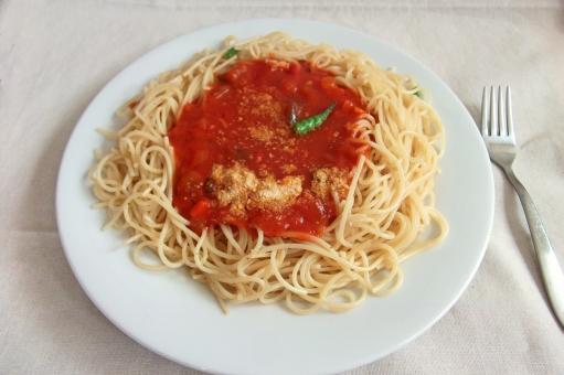 パスタ pasta スパゲティー スパゲッティ 麺 麺類 めん類 夏野菜 トマトソース 洋食 西洋料理 イタリア料理 イタリアン 食べ物 食品 食材 料理 調理 グルメ gourmet 食事 食卓 食事の風景 食卓の風景 食器 食料品 食糧 食料 food