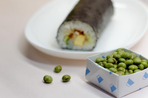 恵方巻 恵方巻き 節分 豆まき 鬼の面 福まき 巻き寿司 まきずし 巻寿司 太巻き 太巻き寿司 のりまき 海苔巻き 刺身 行事 2月3日 風習 伝統行事 豆 福豆 食品 食べ物 大豆