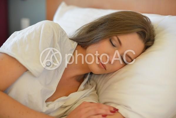 ホテル 眠る女性15の写真
