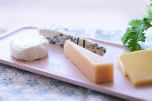 チーズ 乳製品 食品 発酵食品 健康 ヘルス カマンベール パルメジャーノレッジャーノ パルメザン 青かび ブルーチーズ ゴルゴンゾーラ トレー 朝ごはん おつまみ ゼラニウム 食卓 食事