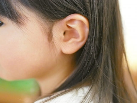 子供 子ども 幼児 女児 日本人 ear japanese 難聴 横顔 髪 かわいい 可愛らしい 耳を澄ます 耳をすます 女の子 耳