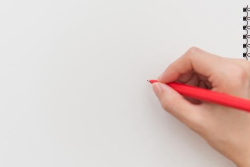 コピースペース フレーム イラスト 落書き 背景 白紙 画用紙 四角 リング テクスチャ ルーズリーフ ノート フローリング コーナー ペーパー ページ 紙 鉛筆画 エンピツ 枠 メモ帳 らくがき デッサン 写生 絵具 絵の具 えんぴつ 美術学生 絵ハガキ 描く めくる ポストカード 絵はがき ペン画 絵画 自由帳 ホワイト 仕事 事務 手 女性 ペン 赤ペン
