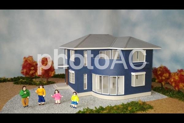 アールのある家幸せ家族・秋の写真