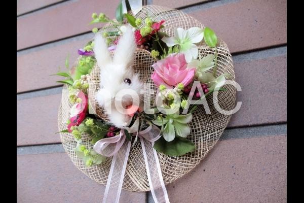 麦わら帽子のウサギの写真