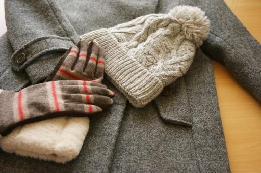 手袋 グローブ ニット コート あったかい グレー 冬のイメージ もこもこ ふわふわ シンプル 防寒用品 防寒着 冬物 アクセント ポイント セット 暖色 あたたかい 暖かい 寒い さむい 温活 防寒具 防寒 女性 冬 毛 服 布 プレゼント クリスマス 衣服 婦人 冷え性 ファッション 冬の装い 冬支度 茶色 茶 ブラウン ニット帽 帽子 毛糸 ぼうし