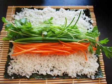 巻き寿司 まきずし 巻きすし 巻きスシ 寿司 ノリ 焼肉ロール 焼肉 酢飯 すめし のり 海苔 巻き簾 まきす sushiroll yakiniku sushi japanesefood