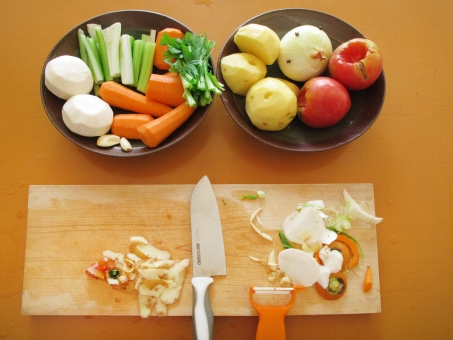 セロリ celery 人参 にんじん ニンジン とまと トマト 玉葱 玉ねぎ タマネギ たまねぎ ジャガイモ じゃがいも にんにく carrot ニンニク vegetables onion potato tomato 皮むき 調理 料理 cooking
