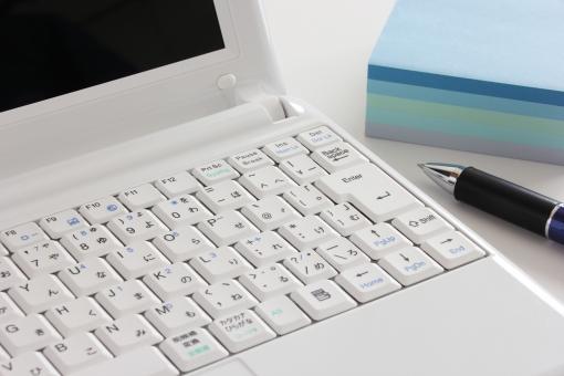 パソコン ノートパソコン メモ メモ帳 PC MEMO PC MEMO memo Memo ペン ボールペン ビジネス 資料 書類 筆記用具 事務用品 備品 用紙 紙 背景 背景素材 素材 インターネット IT IT 仕事 電話 電話対応 問い合わせ