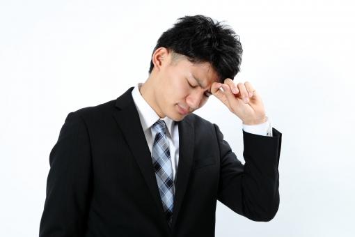 人物 生物 人間 男性 若い 青年 アジア アジア人 日本 日本人 ポーズ モデル スーツ ジャケット ビジネス 就活 フォーマル バストアップ 上半身 ボディランゲージ 示す 伝える 意志 コミュニケーション 手 アピール 考える 悩む 頭痛 体調 mdjm002