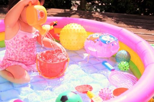 プール ビニールプール 夏 夏休み 庭 ベランダ 遊び 子ども 子供 水遊び ボール 風船 じょうろ 暑い 水着 pool summer