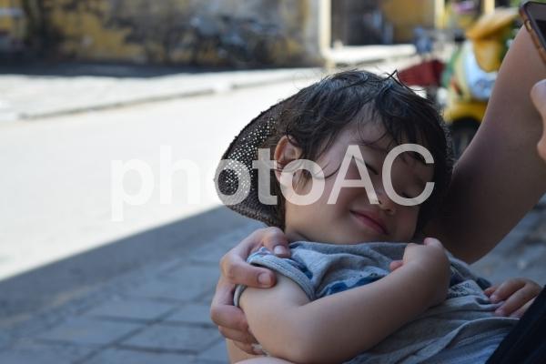 赤ちゃんの笑顔の寝顔の写真