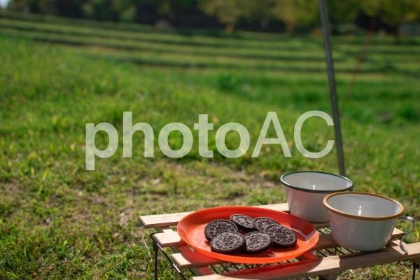 ピクニックでビスケットの写真
