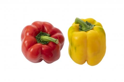 屋内 室内 食べ物 赤 野菜 パプリカ 黄色 食用 赤い 黄 食物 食品 カラフル 食材 赤色 二つ 2つ 2個 二個 物撮り 鮮やか 農作物 農産物 夏野菜 作物 カラーピーマン 夏の野菜 psd パス付き切り抜き画像