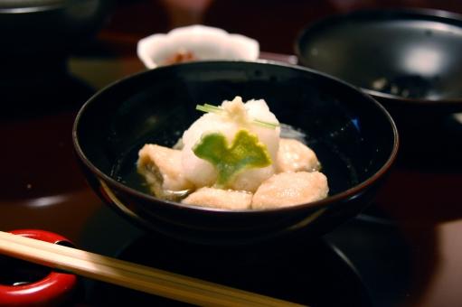 日本料理 和食 椀物 汁物 漆器 生麩 出汁 煮物椀 季節感 和食の華 日本料理の華 料理人 懐石 会席 会席料理 懐石料理 銀杏 いちょう 季節