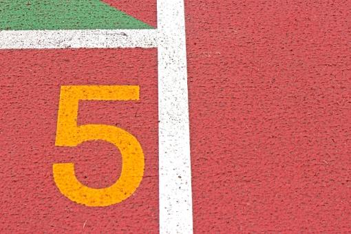 陸上競技場 陸上 5コース 数字 競争 走る トラック レーン コース レンガ色 全天候型 全天候型トラック ライン 汗 青春 部活動 大会 記録 スタート 中体連 高体連 インカレ インターカレッジ オリンピック