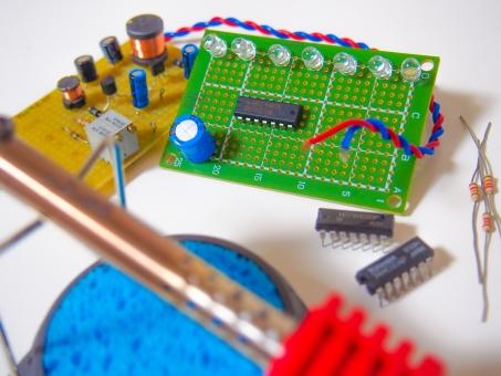 電気 エレキ はんだ 配線 導線 コテ コンピュータ 工作 トランジスタ コンデンサ 抵抗 デジタル アナログ ロボット LED 基盤 ラジコン スイッチ 制御 コイル