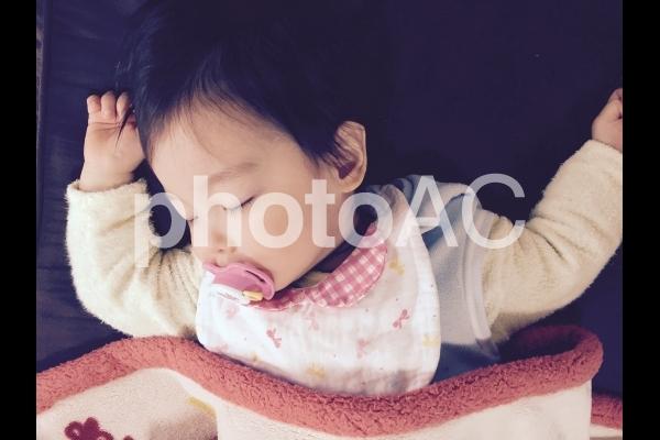 すやすや眠る赤ちゃん5の写真