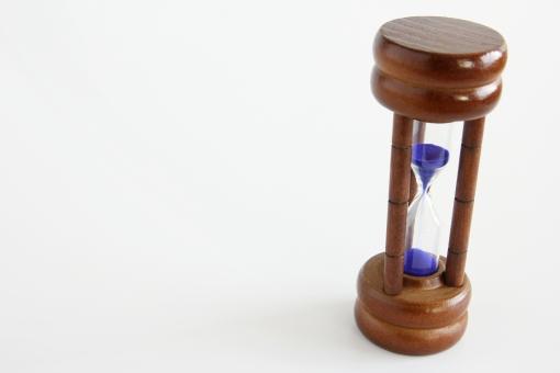 砂時計 ビジネス 時間 時間効率 作業効率 効率化 時間削減 タイム タイムスケジュール 予定 計画 背景 素材 背景素材 壁紙 イメージ 台紙 下地 白地 白紙 ホワイトスペース 仕事 業務効率 お金 価値 平等 24時間 一日 365日 分秒