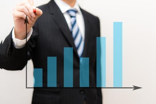 学習 グラフ 勉強 塾 ビジネスマン 教師 講師 会社員 企業 マーケティング スーツ 比例 プレゼンテーション 相関 上昇 男性 教える 説明 赤ペン 仕事 ネクタイ 試験 テスト 点数 スコア