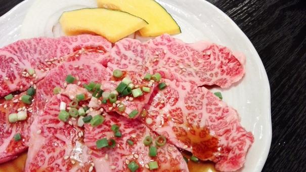 焼き肉 カルビ 米 野菜 かぼちゃ 霜降り 高級 上カルビ 肉 肉料理 がっつり スタミナ 料理 食事 ごはん 外食 網 鉄板 タレ たれ 日本 焼き