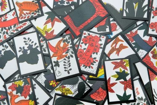 花札 札 カード 和 日本 遊び 和柄 ゲーム 遊戯 かるた 花かるた 伝統 文化 こいこい 賭博 賭け 正月 違法 違法賭博