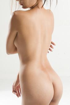 人物 女性 ヌード 裸 体 ボディ 全身 全裸 エステ 美容 健康 ダイエット シェイプアップ ボディケア 肌 プロポーション 理想 セクシー 美しさ ボディライン 美肌 魅力 中肉中背 くびれ ポーズ バスト 胸 背中 お尻 ヒップ 後姿 後ろ向き モデル デッサンモデル 絵画モデル 美術 白背景 スタジオ撮影