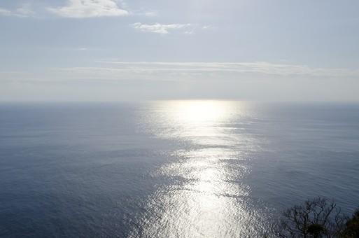 太平洋 海 海原 大洋 大海原 大海 オーシャン シー 海洋 外洋 パノラマ 青い海 空 空模様 大空 雲 晴 晴れ 水平線 天気 海面 海水 北太平洋 南太平洋 大平洋 スカイ 天 天空 陽ざし 日光 反射 日射し 陽ざし 日ざし 陽射し 日差し