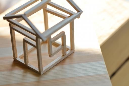 建築 建物 不動産 住宅 家 住まい 木造 軸組工法 在来工法 杉 テクスチャー 木 工務店 仲介 注文住宅 模型 モデル ミニチュア 金利 ローン 保険 構造 設計 自然