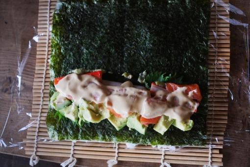 巻き寿司作り 巻き寿司 まきずし 巻きずし 寿司 酢飯 すし スシ 巻き簀 まきす アボカド カニカマ サーモン マキス 巻きす sushi sushiroll 海苔 ノリ マヨネーズ