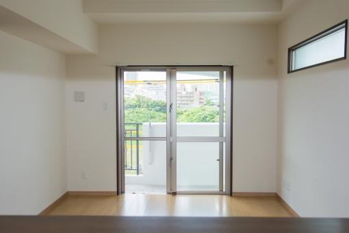 部屋 リビング アパート ルーム 新築 住宅 新居 マンション 住居 間接照明 窓 賃貸 フローリング ベランダ 床 壁 新しい